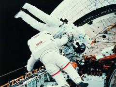 """宇航员在太空中经常""""撞鬼"""""""