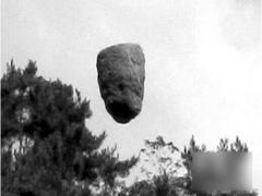 西藏僧人让巨石腾空250米(图)